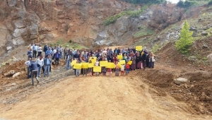 Vatandaşlar Maden Ocağı Önünde Eylem Yaptı