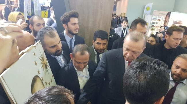 Erdoğan Sakaryalı Firmanın Standını Ziyaret Etti