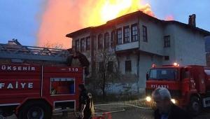 Taraklı'da Yangın! 3 Ev Kullanılamaz Hale Geldi
