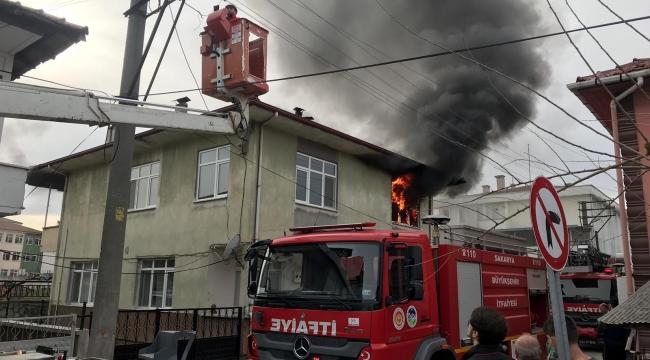 Akyazı'da Ev Yangını! Maddi Hasar Meydana Geldi