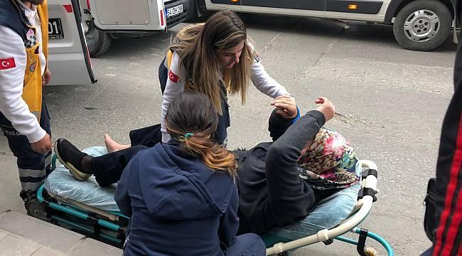 Karşıya Geçmek İsteyen Kadına Araba Çarptı